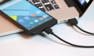 Bạn hoàn toàn có thể xạc điện thoại qua cổng USB an toàn