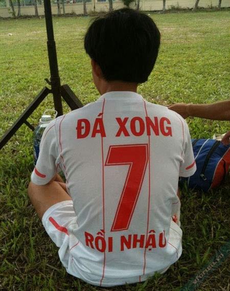 Anh đá xong của FC rồi nhậu :D