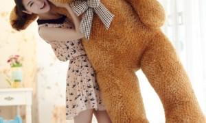 Một con gấu bông to bằng người thế này cũng đáng yêu đấy chứ ?