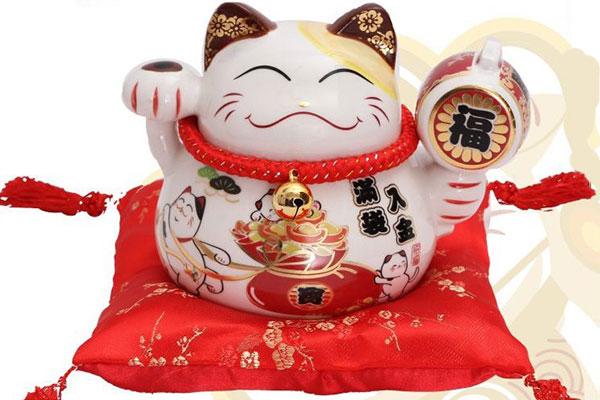 Một con mèo thần tài tại Nhật Bản