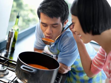 Nấu cơm cho bạn trai cũng là cách giữ tình yêu luôn nồng cháy