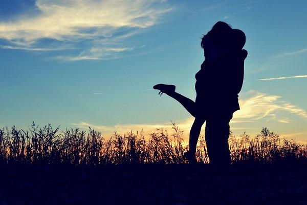Tình yêu, ôm nhau, yêu nhau