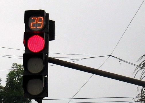 Nên bỏ đếm ngược đèn giao thông đi