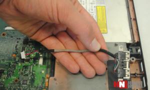 Cổng USB trên máy tính xách tay rất hay bị hiện tượng chập chờn hoặc lỏng đầu cắm