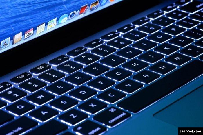 Bạn nên giảm độ sáng bàn phím cho phù hợp để tiết kiệm PIN