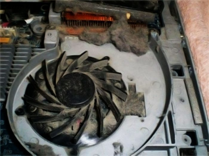 Quạt tản nhiệt laptop bị hư, quá bẩn