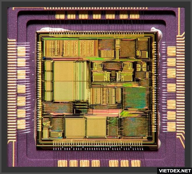 Cấu tạo thật bên trong một CPU, gồm nhiều khối xử lý và mạch dẫn siêu nhỏ