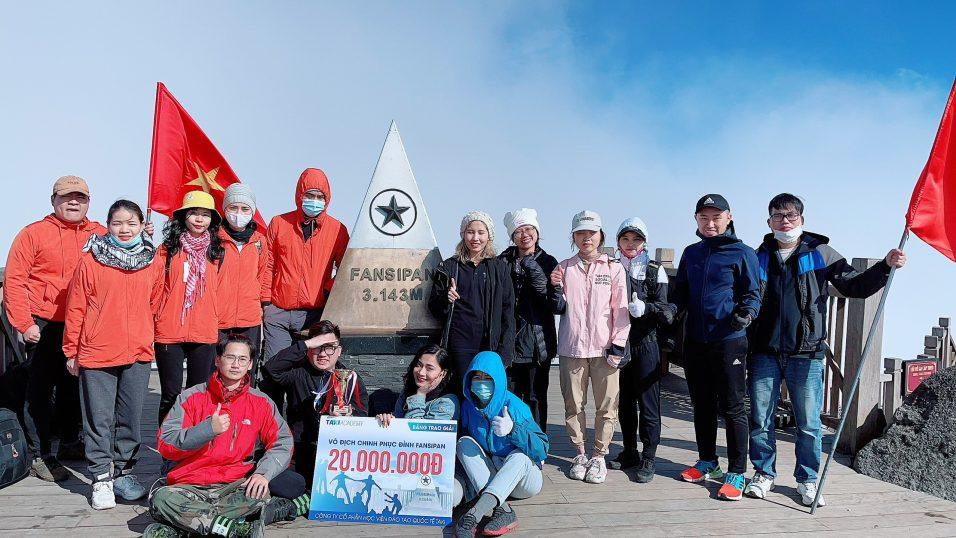 Chúng tôi có mặt tại đỉnh núi Fansipan lúc 3h chiều
